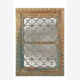 Fenêtre indienne Jali avec des éléments de râpage et de miroir