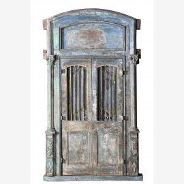Porte en bois puissante avec arc et cadre élaborés