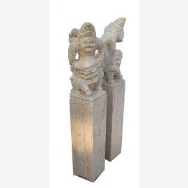 Waechter Tempel  Paar Sandstein auf Saeule Bildhauerarbeit