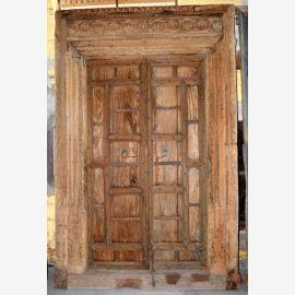 Porte d'occasion en bois massif de l'Inde avec des sculptures.