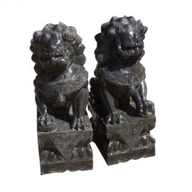 Fu Dog Paar Tempel Loewen Waechter Marmor schwarzer Marmor Bildhauerarbeit