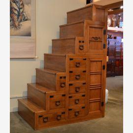 Escalier japonais en bois dur avec ferrures noires