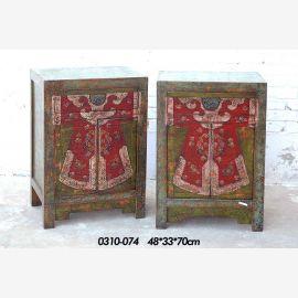 Armoire en bois massif avec peinture traditionnelle, doublet