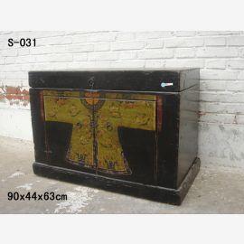 Coffre en bois massif de Chine avec peinture traditionnelle.