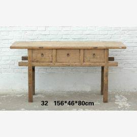Table en bois massif de Chine avec des lignes claires à l'aspect bois.