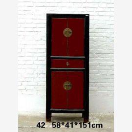 Armoire en bois massif de Chine, noir et rouge foncé, applications métalliques.