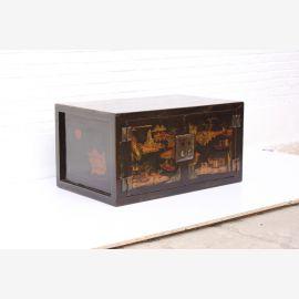 Coffre chinois en bois robuste avec peinture.