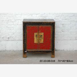 Commode en bois massif de Chine avec peinture noble.
