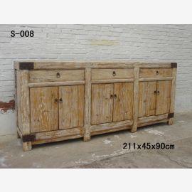 Meuble chinois de première classe en bois d'aspect usagé avec fermoirs métalliques.