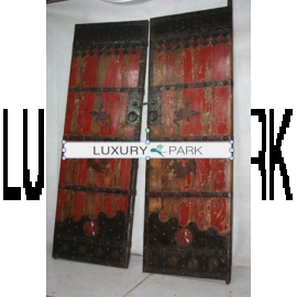 Porte chinoise en bois naturel avec ferrures sophistiquées