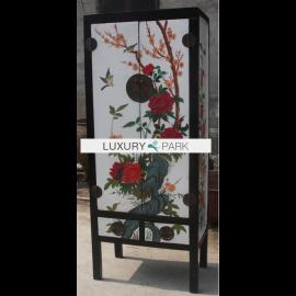 Armoire en bois dur de Chine avec peinture traditionnelle.