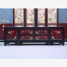 Meuble chinois en bois naturel avec peinture traditionnelle.
