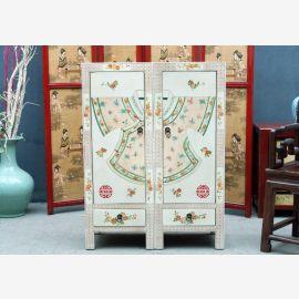 Meuble chinois en bois dur blanc avec peinture fine et tiroirs.