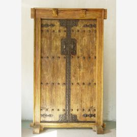 Porte chinoise en bois massif avec des éléments spéciaux.