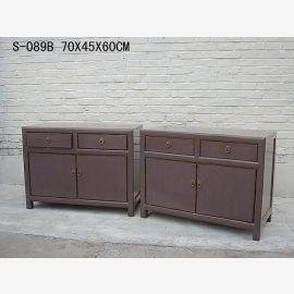 Armoire double chinoise en bois massif à l'aspect usagé.