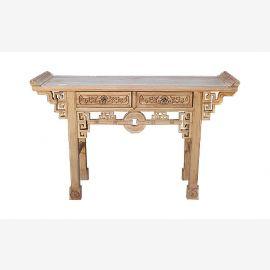 Table en bois véritable de Chine décorée avec des détails élaborés.