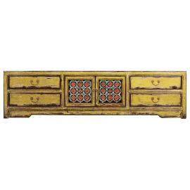 Lowboard chinois en bois robuste avec des détails élaborés.