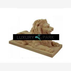 Thaïlande magnifique paire de lions sculptures sur des socles en marbre coloré