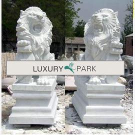 sculptures Löwenpaar puissantes Asie sur des socles en marbre blanc