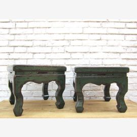 Chine antique petit tabouret vert antique dans la conception traditionnelle en bois de pin