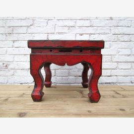 Chine antique petit tabouret dans la conception traditionnelle et surface brun - rouge de l'orme