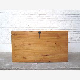 Cat toilettes en bois naturel regarder grand coffre métallique de style champêtre entrée raccord vers la droite que par le parc de luxe