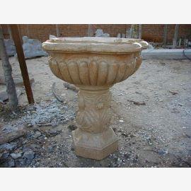 bassin fontaine antique sur la base classique de marbre tan