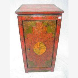Meuble Tibet au design traditionnel en rouge et vert. bois naturel