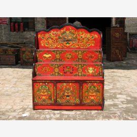 Buffet en bois naturel tibétain au design traditionnel avec une décoration raffinée.