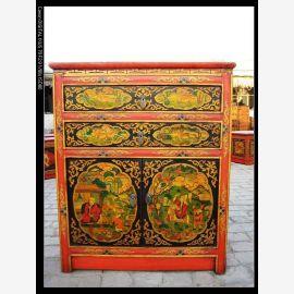 Armoire en bois naturel avec peinture tibétaine classique à l'aspect usagé.