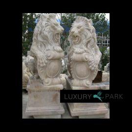 Magnifique sculpture de lion sur le brun de base en marbre Steinmetz